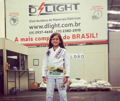 Atleta Laís Abreu do jiu-jítsu visita D´Light